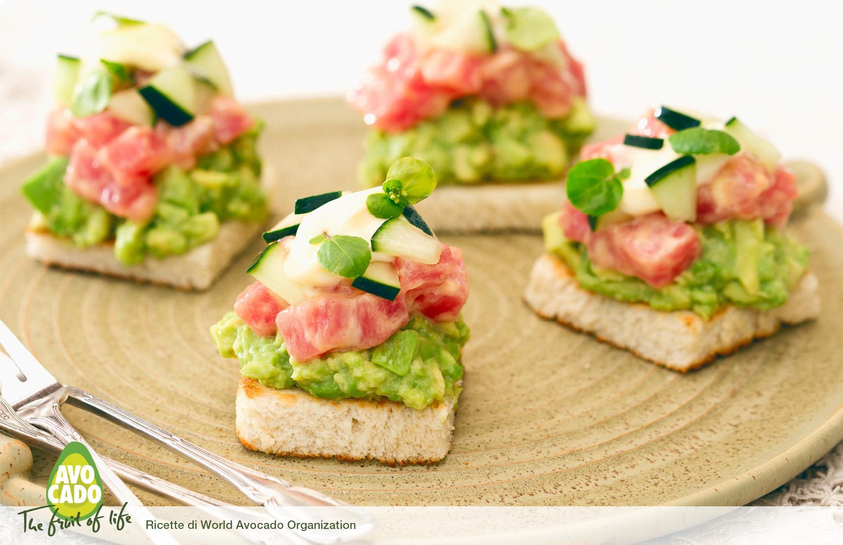 Avocado toast con insalata di tonno